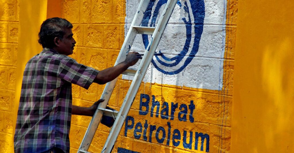 Indian refiners set to curb spot buying to make room for Iranian oil